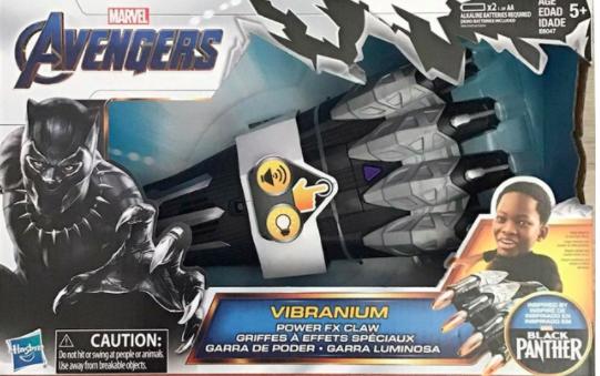 """Marvel Avengers Vibranium Power FX Claw XEM cảnh báo: """"Những chiếc móng vuốt 'sức mạnh FX' bằng nhựa, cứng nhắc này, được 'lấy cảm hứng' từ nhân vật truyện tranh nổi tiếng, Black Panther, được bán cho trẻ em 5 tuổi. Nhà sản xuất đưa ra cảnh báo nghiêm cấm 'đánh [ting] hoặc vung [đánh] vào người hoặc động vật."""