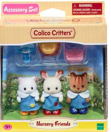 """Nhóm an toàn WATCH có trụ sở tại Boston đã dán nhãn 10 đồ chơi nguy hiểm nhất của năm 2020, trong đó bao gồm cả những người bạn tuổi thơ của Calico Critters. (XEM lịch sự)  Calico Critters Nursery Friends XEM cảnh báo: """"Bộ 'sinh vật dễ thương' này được dán nhãn dành cho lứa tuổi '3+' trên bao bì vứt đi, tuy nhiên, 'động vật bầy đàn', bất kể nhãn mác, đều hấp dẫn trẻ em trong độ tuổi ăn uống, theo công nhận của ngành công nghiệp nhỏ quy định bộ phận. Bộ sưu tập Calico Critters bao gồm các bộ phận nhỏ, chẳng hạn như núm vú giả, có khả năng gây chấn thương do nghẹt thở """""""