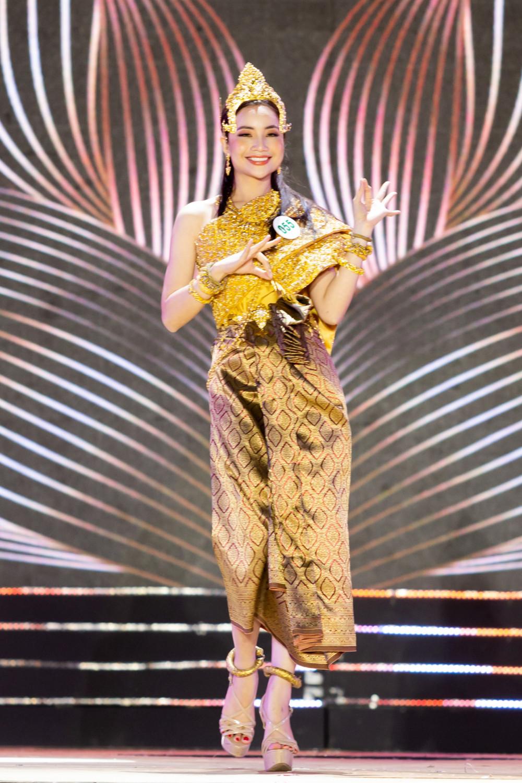 Trương Quỳnh Ngọc bị phản ứng vì những điệu múa khi trình diễn không đúng