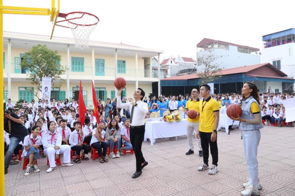 Hoạt động này của Sun Life Việt Nam nhằm tạo cơ hội cho các em học sinh được tiếp xúc với môn thể thao này ngay khi còn nhỏ. Ảnh: Sun Life Việt Nam cung cấp