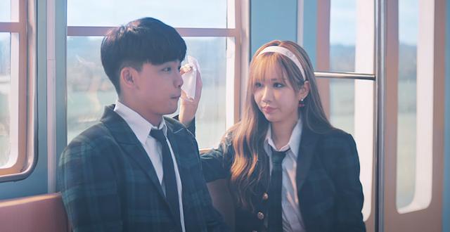 Min và bạn diễn trong MV
