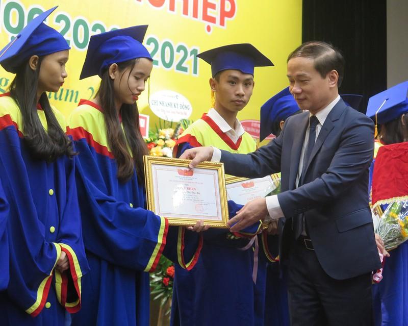 Ông Phạm Tất Thắng (Phó chủ nhiệm Uỷ ban Văn hóa - giáo dục- Thanh niên - thiếu niên và nhi đồng của Quốc hội)