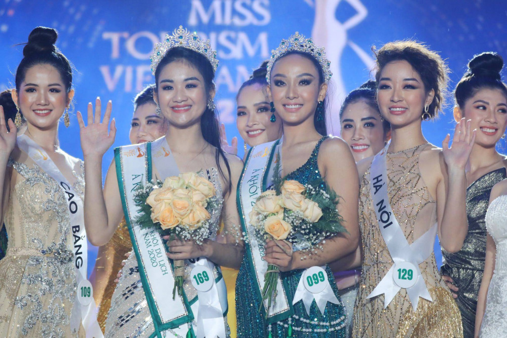 Từ trái qua: người đẹp Nông Thị Thiên (top 5), Á khôi 1 Bùi Minh Anh, Á khôi  2 Mỹ Hải, người đẹp Bùi Bích Diệp (top 5)