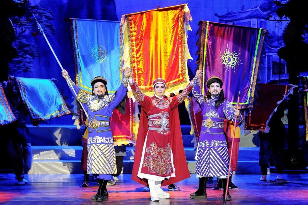 Đến nay, vở cải lương Trung thần được xem là tác phẩm sân khấu khai thác hình tượng Tả quân Lê Văn Duyệt thành công nhất