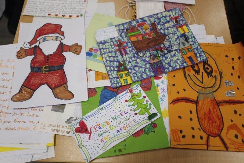 Những bức thử gửi đến ông già Noel đổ về Pháp từ khắp nơi trên thế giới.