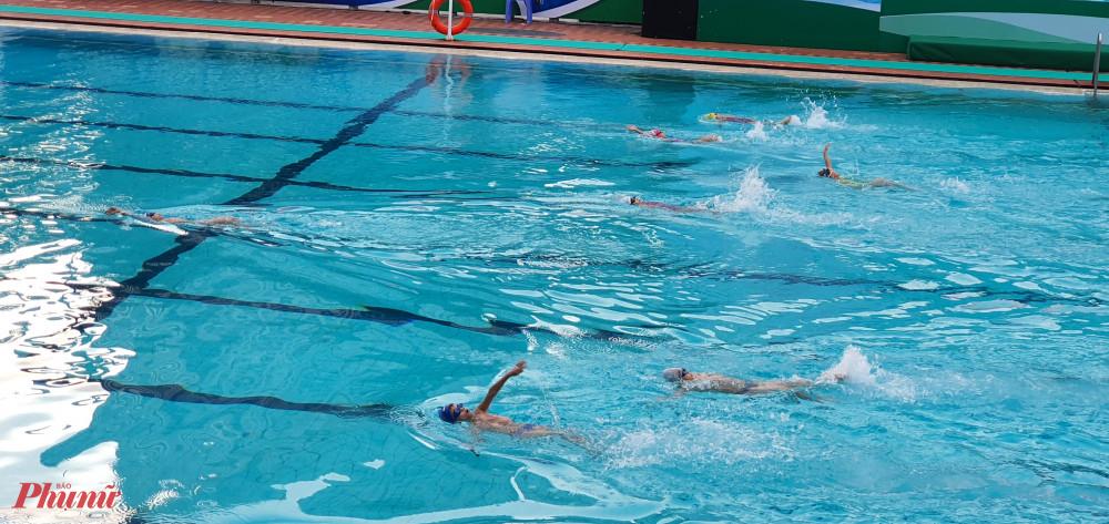 Giải bơi trong học sinh