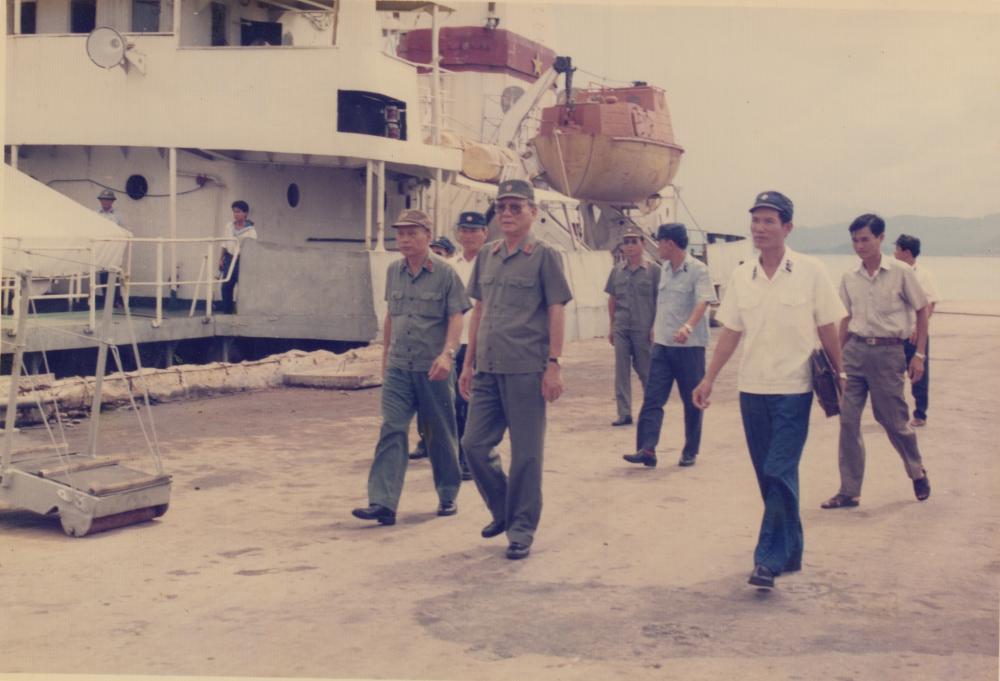 Đại tướng Lê Đức Anh thăm Vùng 4 Hải quân