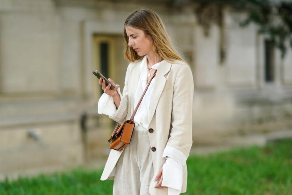 6. Áo sơ mi trắng + blazer: