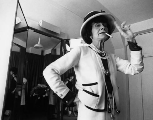 Coco Chanel – một trong những biểu tượng thời trang lớn nhất cho phong cách tối giản.