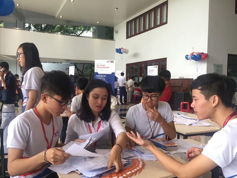 Trường đại học Tôn Đức Thắng là trường ĐH đầu tiên cho sinh viên nghỉ học tập trung