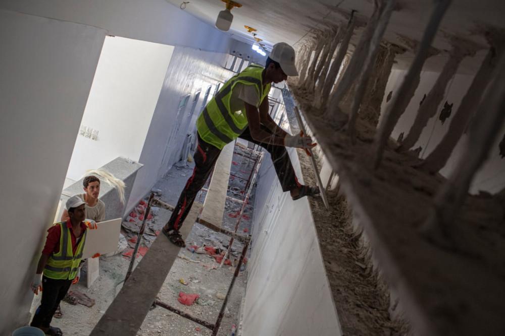 Bệnh viện mới đang xây gần hoàn thiện tại Ataq. (Ảnh: The Guardian)