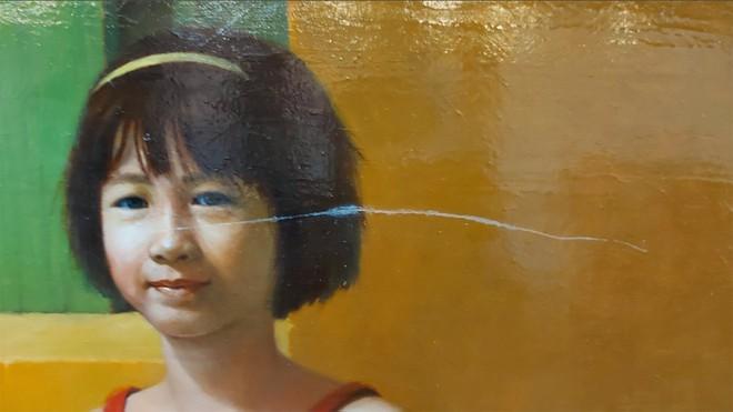 Một tác phẩm khác gửi đến triển lãm bị xước.