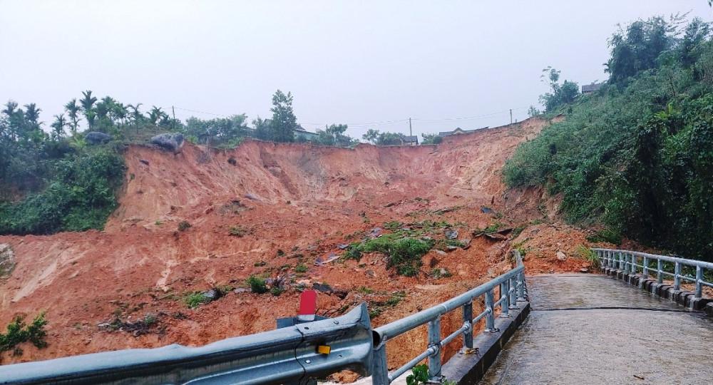 Khu dân cư A Nhoi 2 xã Sơn Long bị sạt lở nghiêm trọng