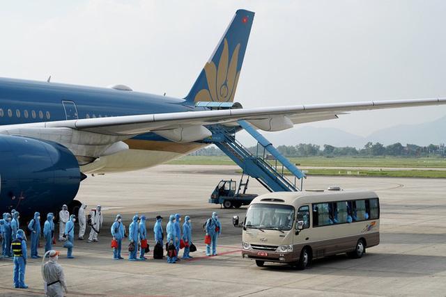 Tiếp tục các chuyến bay chở nhà ngoại giao, chuyên gia, nhà đầu tư, lao động tay nghề cao và thân nhân nhập cảnh Việt Nam