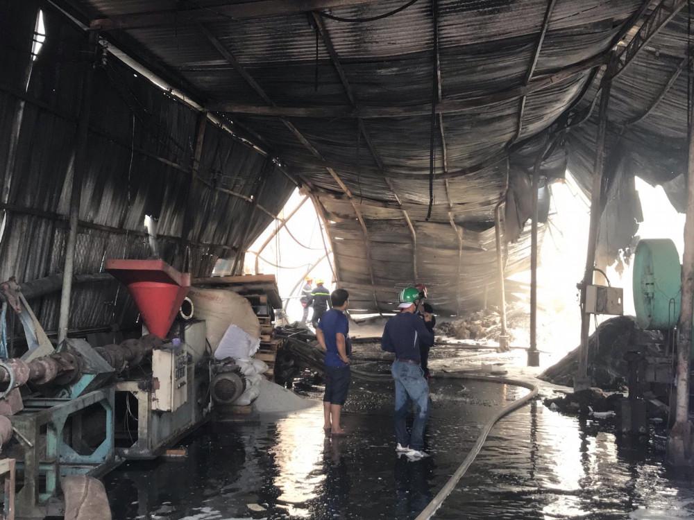 Khoảng 500m2 nhà xưởng bị đổ sập