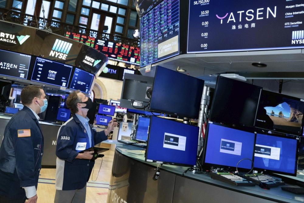 Sở giao dịch chứng khoán New York trong đợt bán cổ phiếu lần đầu (IPO) của công ty mỹ phẩm Trung Quốc Yatsen Holding Ltd ngày 19/11 - Ảnh: AP/NYSE