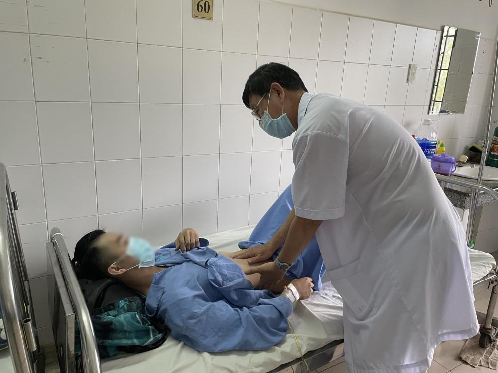 Bác sĩ chia sẻ đây không ít nam giới mới lớn nhập viện vì tiếng kêu rắc rắc.