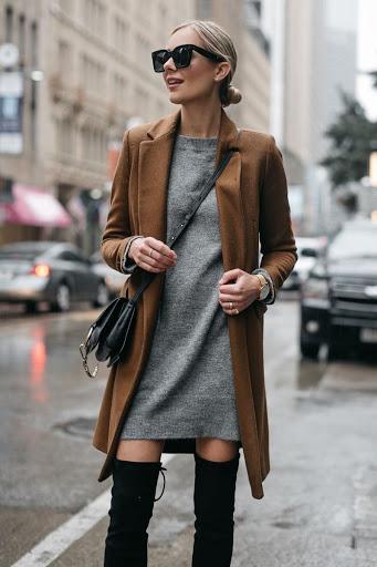 1. Váy len + trench coat: