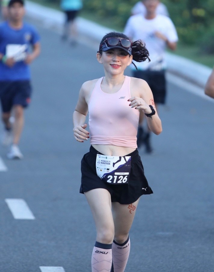 Chị Khánh Chi tập chạy để chữa bệnh mất ngủ