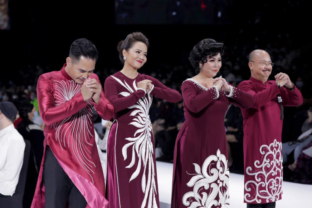 4 nghệ sĩ sắm vai ông sui, bà sui trong ngày trọng đại của các con. Những tà áo dành cho tuổi trung niên đều được Minh Châu thể hiện với những sắc độ trầm.