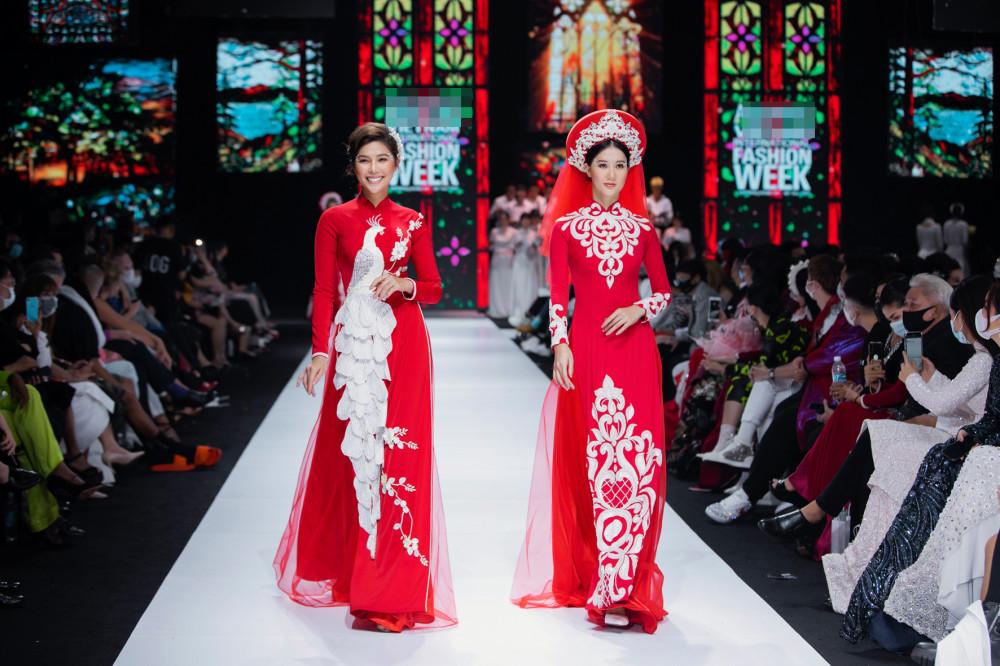 Chất liệu chính được NTK Minh Châu sử dụng là lụa tuyết với sự mềm mại đặc trưng, kết hợp cùng voan, ren.