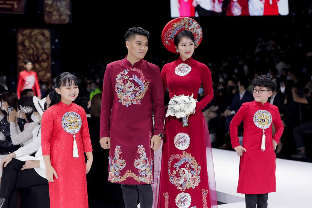 Vợ chồng Lê Phương, Trung Kiên kết hợo trên sàn diễn, vào vai cô dâu, chú rể trong ngày cưới.