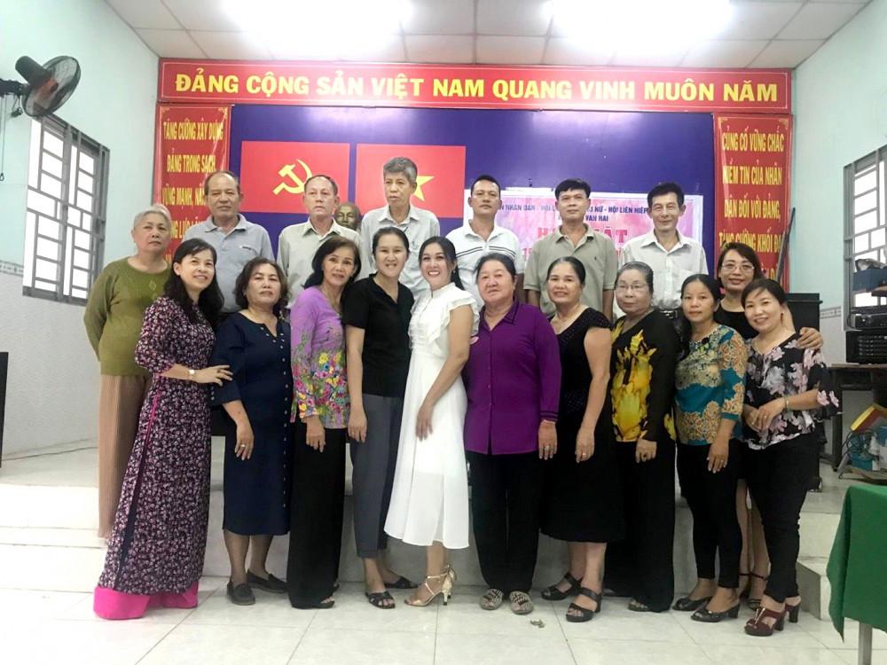 Tổ chức kỷ niệm ngày cưới cho các thành viên trong câu lạc bộ, một trong những hoạt động ý nghĩa của các câu lạc bộ Xây dựng gia đình hạnh phúc