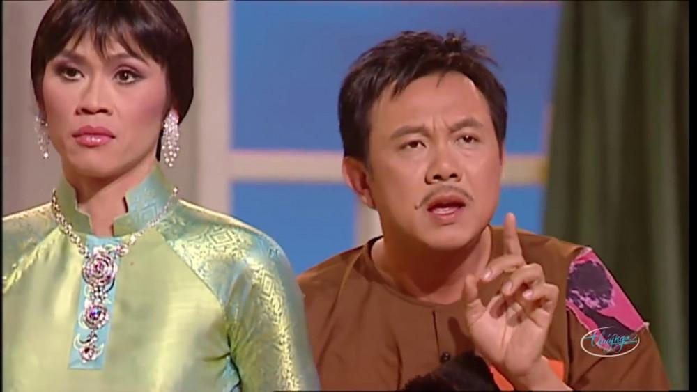 Diễn viên hài Chí Tài (phải)