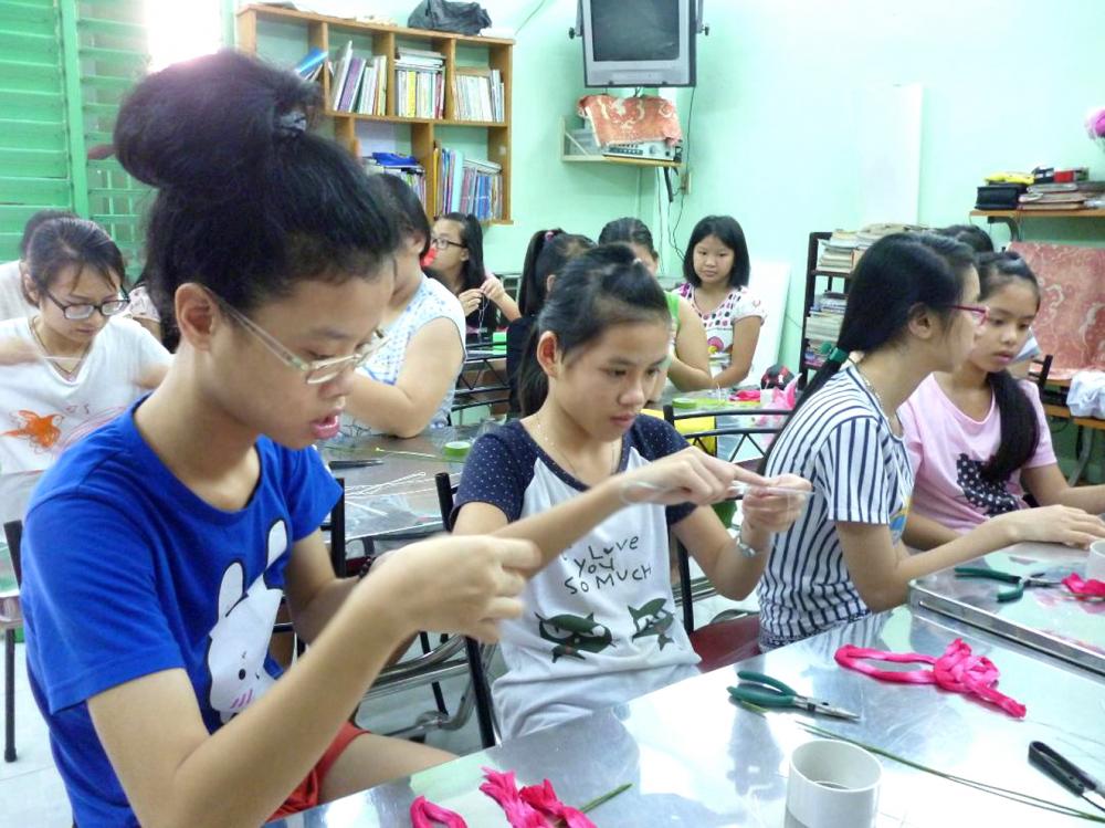 Lớp học nghề cho các nữ thanh do Hội Phụ nữ Từ thiện phối hợp cùng Hội LHPN Q.5 và Trường trung cấp nghề Hùng Vương tổ chức