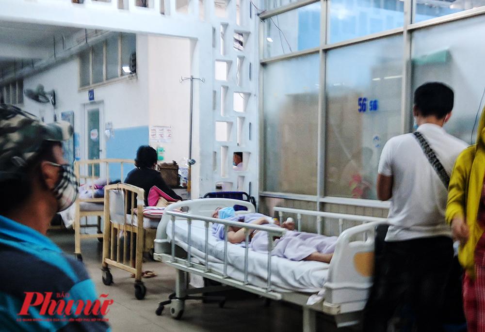 Bệnh nhân bị tai biến mạch máu não đang được điều trị tại khoa Nội thần kinh, BV Gia Định (TPHCM)