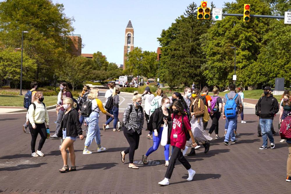 Số ca nhiễm COVID-19 tăng nhanh hơn ở những cộng đồng có đông học sinh - sinh viên tại Mỹ