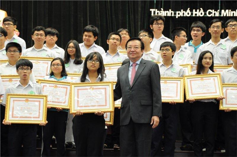 Học sinh TP.HCM đoạt thành tích tại các kỳ thi quốc tế, quốc gia, khu vực được khen thưởng