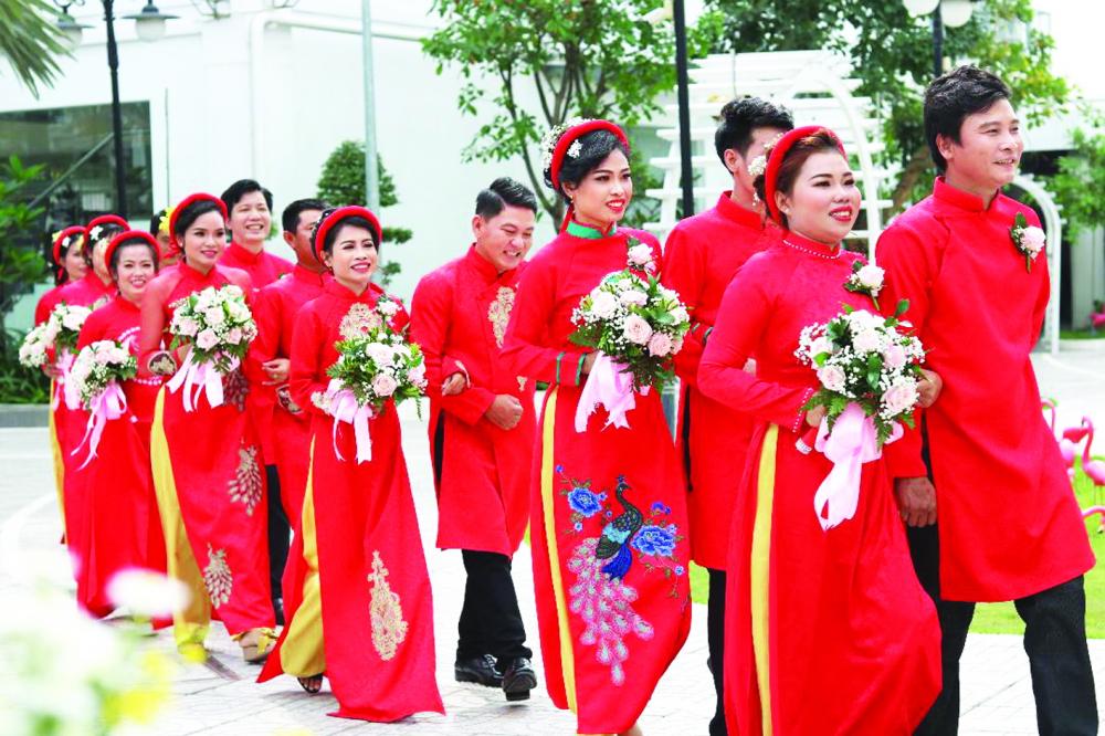 Các cặp đôi chung bước trong lễ cưới tập thể