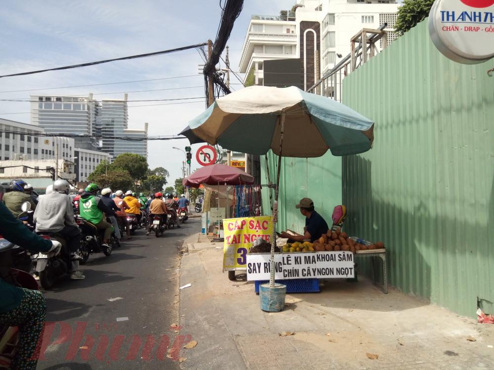 Khoai sâm được bày bán nhiều ở các tuyến đường trung tâm.