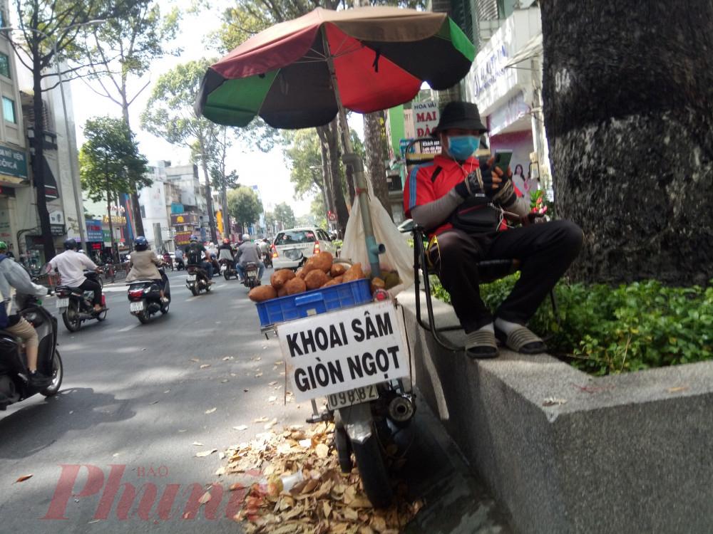 Khoai sâm được bày bán ở đường 3 Tháng 2