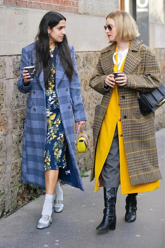 Những cô nàng có vóc dáng nhỏ nhắn nên chọn mẫu áo có chiều dài vừa phải, trong khi những cô nàng có chiều cao tốt nên ưu tiên độ dài áo ngang gối để kéo dài tỷ lệ cơ thể.
