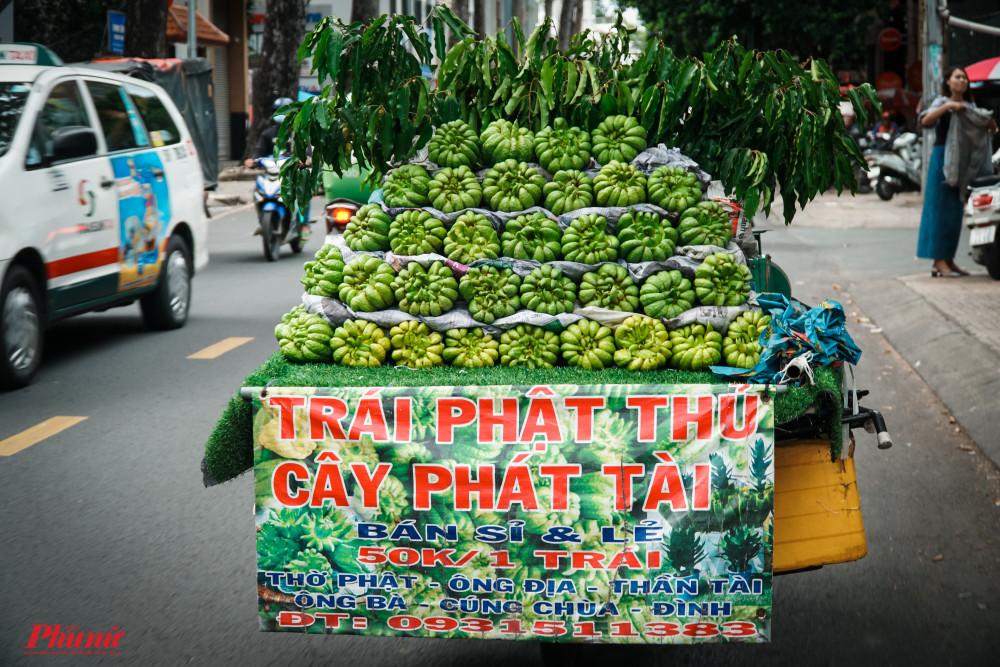 Trái Phật Thủ, cây phát tài được người dân bày bán nhiều nơi