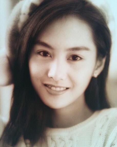 Sự tươi trẻ và năng động của cô nàng nhanh chóng lọt vào mắt xanh của đạo diễn Châu Tinh Trì. Ông mời cô vào tác phẩm Trường học Uy Long 2 và cũng từ đây, tên tuổi của Chu Ân được nâng lên tầm cao mới.