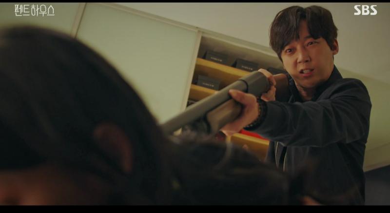 Những cảnh quay bạo lực trong phim.
