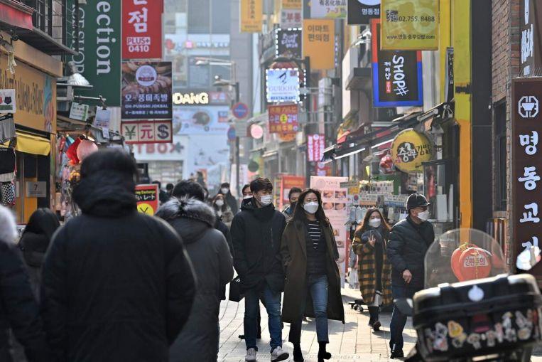 Giãn cách xã hội, làm việc từ xa, thay đổi thị hiếu khiến mỹ phẩm bớt quan trọng hơn trong cuộc sống của mọi người