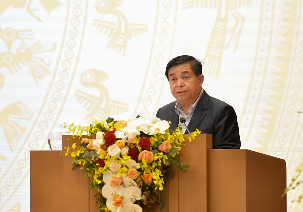 Bộ trưởng Bộ Kế hoạch - Đầu tư Nguyễn Chí Dũng cho rằng phòng, chống dịch COVID-19 vẫn là ưu tiên hàng đầu trong năm 2021. (Ảnh: VGP)