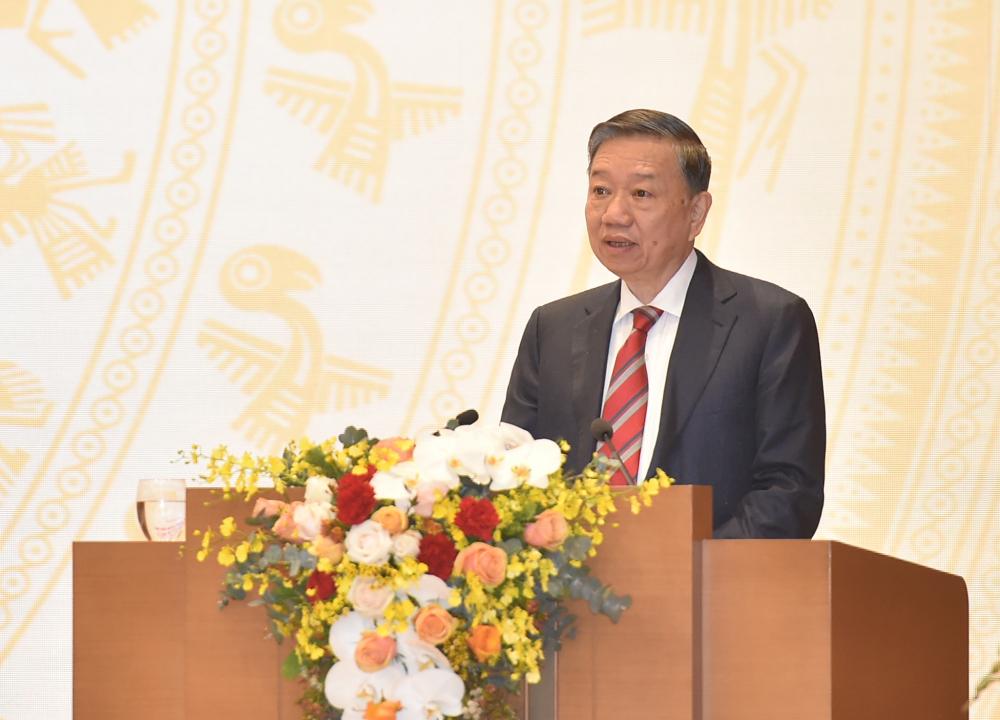 Bộ trưởng Bộ Công an Tô Lâm đề cập tình trạng xuất nhập cảnh trái phép phức tạp gây ảnh hưởng công tác phòng chống dịch. (Ảnh: VGP)