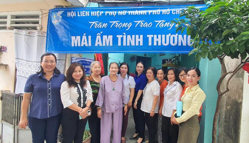Hội LHPN TP.HCM trao nhà cho bà Nguyễn Giao Thủy Phần