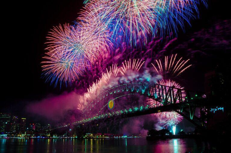 Cầu cảng Sydney và màn trình diễn pháo hoa rực rỡ của mình