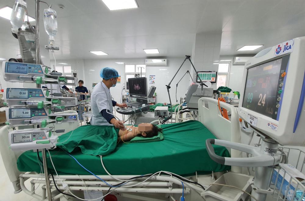 Hiện bé V. vẫn đang được theo dõi, điều trị tại bệnh viện