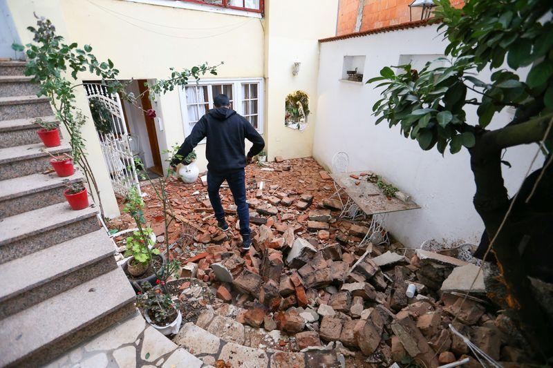 Nhiều trường mẫu giáo đã bị phá hủy nhưng rất may không có trẻ em trong đó vào thời điểm động đất xảy ra.