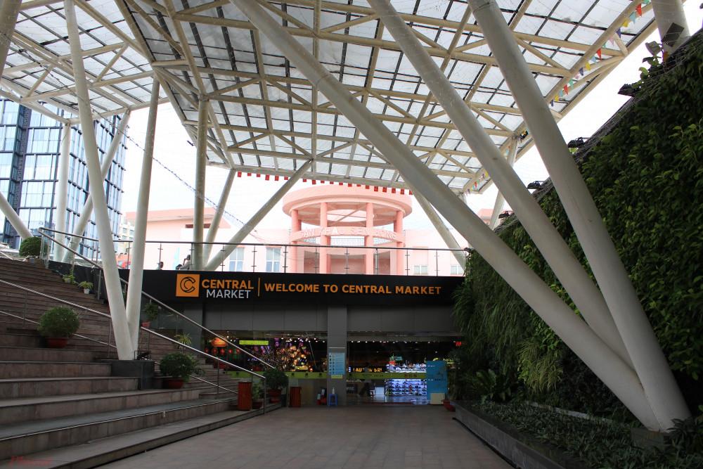 Trung tâm mua sắm dưới lòng đất được xây dựng bên dưới công viên 23/9. (Ảnh: Lâm Ngọc)
