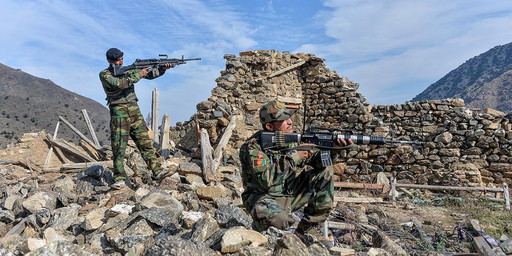 Lực lượng an ninh Afghanistan tham gia vào một chiến dịch liên tục chống lại các tay súng Nhà nước Hồi giáo ở huyện Achin của tỉnh Nangarhar vào ngày 25/11/2019