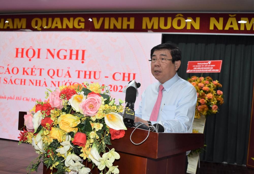 Dù tình hình kinh tế TP còn nhiều khó khăn, thách thức, Chủ tịch UBND TPHCM Nguyễn Thành Phong yêu cầu ngành tài chính với tinh thần trách nhiệm, quyết tâm cao hoàn thành xuất sắc nhiệm vụ NSNN năm 2021.