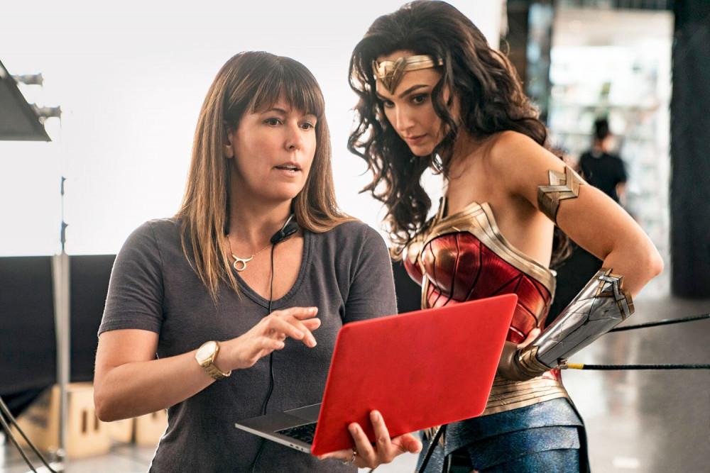Đạo diễn Petty Jenkins trên phim trường Wonder woman.